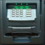 Grup specializat in săvârşirea de infracţiuni cu cărţi de credit, prins de DIICOT